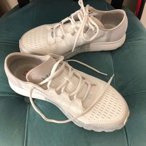 White under armour tennis shoes, like new